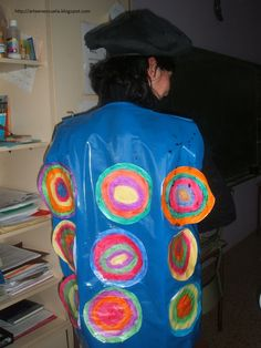 DISFRAZ DE KANDINSKY Kandinsky, Dramatic Play, Preschool Art, Art Club, Halloween Kids, Diy For Kids, Creative Art, Special Events, Carnival