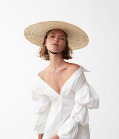 Arizona Muse Wears Modern Whites Lensed By Nicolas Kantor For Telegraph Magazine June 2017 — Anne of Carversville http://www.anneofcarversville.com/style-photos/2017/6/27/arizona-muse-wears-modern-whites-lensed-by-nicolas-kantor-for-telegraph-magazine-june-2017