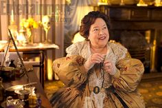 Pin for Later: The 23 Stars Who Keep Popping Up on American Horror Story Kathy Bates as Madame Delphine LaLaurie in Coven American Horror Story Coven, American Horror Story Premiere, American Horror Story Episodes, American Horror Story Costumes, American Horror Story Seasons, Delphine Lalaurie, Nerd, Ghost Tour, Real People