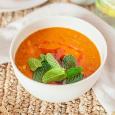 A nutritious yet affordable mid-week Authentic easy lemony Turkish Lentil Soup. A nutritious yet affordable mid-week meal. Source by ICanYouCanVegan Vegetarian Turkish Recipe, Turkish Lentil Soup Recipe, Red Lentil Recipes, Red Lentil Soup, Turkish Recipes, Vegetarian Recipes, Romanian Recipes, Scottish Recipes, Comida Israeli