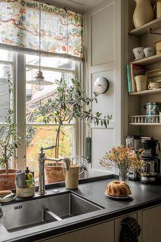 Scandinavian Apartment, Scandinavian Home, Küchen Design, House Design, Stockholm Apartment, Sweden House, Lovely Apartments, Vintage Apartment, Creation Deco