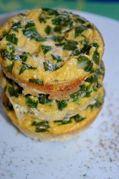 Auf Sarahsbackblog.de findet ihr ein super schnelles und leckeres Rezept für Frühstücksmuffins! #eier #frühstück #bärlauch #tofu #egg #eggs #breakfast http://www.sarahsbackblog.de/fruehstueckmuffins/