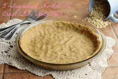 Only five ingredients needed to make this delicious and easy pie crust; made fro… Only five ingredients needed to make this delicious and easy pie crust; made from oat flour and NO rolling required! Gluten-free and vegan. Gluten Free Pie, Gluten Free Sweets, Gluten Free Oats, Gluten Free Baking, Healthy Baking, Vegan Sweets, Healthy Desserts, Easy Desserts, Healthy Food