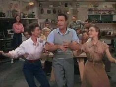 Dig-Dig-Dig Dig For Your Dinner - Gene Kelly (Summerstock) Hollywood Stars, Classic Hollywood, Old Hollywood, Movie Photo, I Movie, Gene Kelley, Gene Kelly Dancing, Donald O'connor, Musical Film