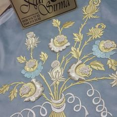 Nur Korkmaz  ürünleri Embroidery Stitches, Hand Embroidery, Brazilian Embroidery, Gold Work, Kaftan, Design Elements, Clothes For Women, Flowers, Crafts