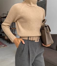 3 Basic Pieces Make the Perfect Chic Outfit - - . - Street Style Outfits, 3 Basic Pieces Make the Perfect Chic Outfit - - . Daily Fashion, Fashion 2020, Look Fashion, Winter Fashion, Womens Fashion, Fashion Trends, Street Fashion, Fashion Clothes, Fashion Ideas