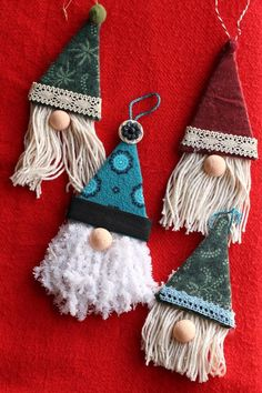These gnome ornaments are truly adorable and so easy to make using just cardboard and some fabric and yarn scraps! Felt Christmas Decorations, Christmas Crafts For Gifts, Christmas Ornament Crafts, Chrismas Tree Diy, Cute Christmas Diy Gifts, Diy Christmas Projects, Chritmas Diy, Easy To Make Christmas Ornaments, Christmas Craft Fair
