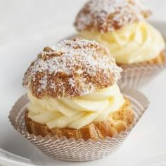 Learn how to prepare this easy Choux à la Crème (Cream Puffs) recipe like a pro. With a total time of only 40 minutes, you'll have a delicious dessert ready before you know it. Mini Cream Puffs Recipe, Sweetened Whipped Cream, Good Food, Yummy Food, French Pastries, Cream Recipes, Creme, Delicious Desserts, Cooking Recipes