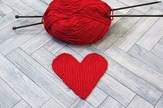 Knitted hearts are very versatile – they can be appliquéd onto clothes, blankets and accessories, used for coasters or bunting, sewn/glued onto greetings cards, or made into toys. King Cole Cottonsoft DK is an easy yarn to work with and produces a smooth texture.