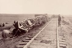 Image from http://www.history.com/images/media/slideshow/civil-war-battles-of-bull-run/wrecked-train-bull-run.jpg.