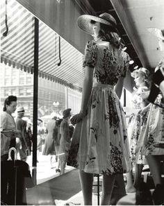 Store window display mannequins - 1940s