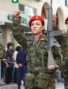 Hellenic Armed Forces Military Women, Military History, Military Female, Hellenic Army, Women In Combat, Camo Gear, Red Berets, Contemporary History, Navy Air Force