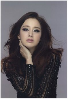 Kim Tae Hee. the smokey and seductive look.