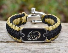 This is the officially licensed Regular Survival Bracelet of the U.S. Military Academy®! Made from super strong military spec paracord and an authentic military dog tag.