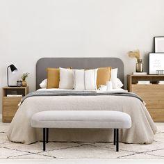 Harper calzador / Un básico para tu hogar Harper, un bonito calzador tapizado en tela Sunne gris claro con patas metálicas lacadas en negro, un diseño funcional y con estilo, ideal para completar tu dormitorio o la entrada de tu hogar. ¡Te encantará! Furniture, Home, Decor, Bed