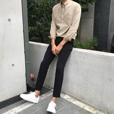 아메리카노가 필요한시간~ Estilo Fashion, Fashion Mode, Fashion Outfits, Korean Fashion Men, Korean Street Fashion, Mode Masculine, Mode Old School, Stil Inspiration, Mens Clothing Styles