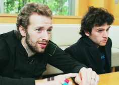 Chris and Guy, Coldplay Great Bands, Cool Bands, Coldplay O, Chris Martin Coldplay, Blue Eyed Men, John Martin, Look At The Stars, Film Music Books, Dibujo