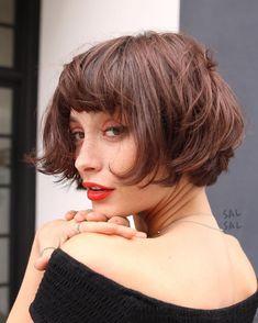 quelle coiffure pour une coupe courte   Coupe Carré Frange, Cheveux Courts  Blonds, Coiffure ad67477629a
