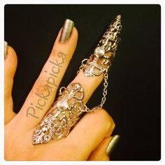 Items similar to Armor ring and claw ring, made in silver color filigree metal,adorned with clear crystals, its sizable. on Etsy Nail Guards, Full Finger Rings, Armor Ring, Nail Ring, Jewelry Rings, Unique Jewelry, Clear Crystal, Silver Color, Crystals