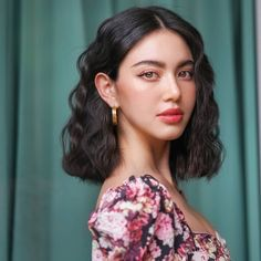 Mar 2020 - Gorgeous Short Hairstyles are know in common for round face women . But not just round face women wear this hairstyles also others too. Short Hairstyles For Women, Easy Hairstyles, Girl Hairstyles, Celebrity Hairstyles, Pretty Hairstyles, Short Wavy Hair, Girl Short Hair, Grunge Hair, Mi Long