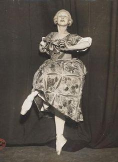 Lydia Lopokova as Mariuccia in Leonide Massine's ballet 'The Good Humoured Ladies,' Diaghilev Ballet, 1917. Museum no. S.148-1985