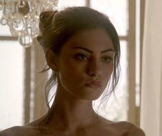 The Originals – TV Série - Hayley Marshall - Phoebe Tonkin - rainha - queen - lobo - Wolf - 2x02 - Alive And Kicking - Bem Vivo