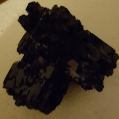 Fekete turmalin a gyógyìtó kövek legnagyobbika😊
