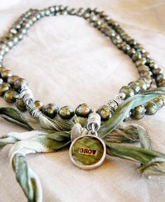 ❥ I have these same moss green freshwater pearls :)