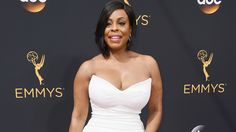 Niecy Nash Adorably Makes Her Husband Blush on 2016 Emmys Red Carpet