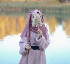 Different Types of Hijabi Girl Photography Ideas - Diruang Tengah Stylish Hijab, Hijab Chic, Hijabi Girl, Girl Hijab, Girl Photography Poses, Fashion Photography, Beautiful Hijab Girl, Hijab Stile, Muslim Women Fashion