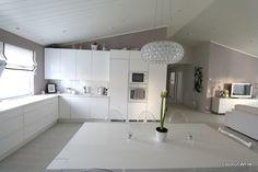 Coconut White: Kaunis amaryllis pöydällä