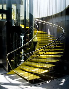 decoracao-escada-amarela