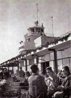Terrassa de l'aeroport de Barcelona. Any 1965.
