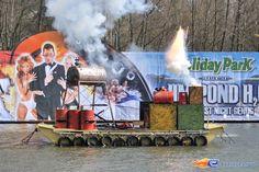 30/31   Photo du water stunt show, Jim Bond H2O situé à Holiday-Park (Allemagne). Plus d'information sur notre site http://www.e-coasters.com !! Tous les meilleurs Parcs d'Attractions sur un seul site web !!