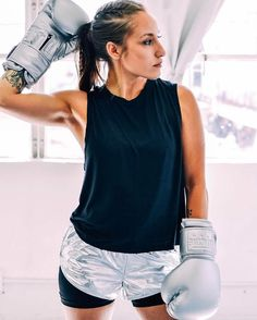 Looking forward to an awesome week ahead! Peep our new #platinum #boxing gloves on @jayyphoto available on our site www.KaliActive.com : @stephjphotography  #fitness #workout #train #gymaccessories #boxingfit #boxinggear #style