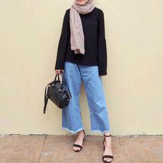 Modern Hijab Fashion, Street Hijab Fashion, Hijab Fashion Inspiration, Ulzzang Fashion, Ootd Fashion, Fashion Outfits, Casual Hijab Outfit, Hijab Chic, Casual Outfits