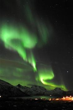 January 25, 2012, through May 25 in Tromsoe in northern Norway from Tuesday night, a bright aurora was observed.  The effects of magnetic storms, aurora is likely widespread occurrence of