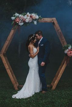 boho wedding Boho-inspired hexagonal ceremony backdrop with lush blooms Wedding Scene, Wedding Bells, Gift Wedding, Wedding Makeup, Wedding Bride, Perfect Wedding, Dream Wedding, Wedding Ceremony Backdrop, Arch Wedding