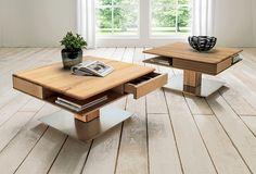 """Couchtisch """"Cuneo"""" verbindet Natürlichkeit mit Moderne. Das Massivholz bringt Freundlichkeit und Wärme in Dein Wohnzimmer. In Kombination mit einem Sockel aus Edelstahl ist dieses Möbelstück ein besonderes Highlight im Wohnraum. Fast schwebend erscheint dieser Tisch, der ganz nebenbei jede Menge Stauraum bietet."""