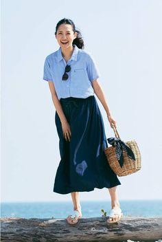 大人きれいめカジュアルって?夏は暑さを逃れてついついカジュアルすぎるスタイルになりがちですが、はまじこと浜島直子さん×リブインが薄着の季節もちゃんと素敵なスタイルをご指南いたします。