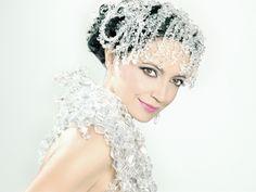 Pop Singers, Famous Women, Crown, Jewelry, Fashion, Moda, Corona, Jewlery, Celebrity Women