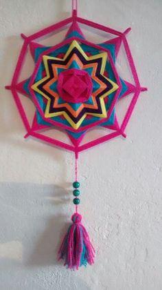 Yarn Wall Art, Yarn Wall Hanging, Diy Wall Art, Diy Crafts For Gifts, Yarn Crafts, Arts And Crafts, Paper Crafts, God's Eye Craft, Dream Catcher Art