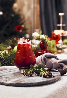 Puolukkametsä on talven tyylikkäin mocktail. Food And Drink, Cocktails, Yummy Food, Table Decorations, Home Decor, Craft Cocktails, Decoration Home, Delicious Food, Room Decor