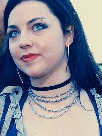 The Effective Pictures We Offer You About piercings ceja dorado A quality pict. Snow White Queen, Snow Queen, Amy Lee Evanescence, High Fashion Makeup, My Favorite Music, Goth Girls, Eyebrows, Piercings, Singer