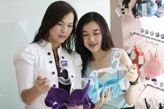 """""""ซาบีน่า"""" ชวนลูกๆ รักแม่ได้ทุกวันกับโปรโมชั่น """"แฮปปี้ มาเธอร์ส เดย์ 2013""""  ลุ้นของขวัญมอบให้คุณแม่ใส่บราซาบีน่าฟรีตลอดปี - http://www.thaimediapr.com/%e0%b8%8b%e0%b8%b2%e0%b8%9a%e0%b8%b5%e0%b8%99%e0%b9%88%e0%b8%b2-%e0%b8%8a%e0%b8%a7%e0%b8%99%e0%b8%a5%e0%b8%b9%e0%b"""