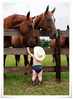 Kind und Pferde
