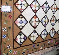mangofeet: I promised you quilt show pics