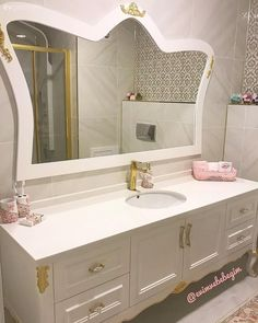Previous Bathroom, Golden handles, Bathroom cabinet, Undercounter basin, Bathroom mirror Source by dezywashere Previous Kitchen Layout Inspiration, Web Design Trends, Bathroom Interior Design, Double Vanity, Home Accessories, Living Spaces, Mirror, Furniture, Home Decor