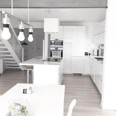 | Guten Morgen aus dem Esszimmer (oder doch Wohnküche oder Esszimmer und Küche ) egal . Endlich Freitag habt es fein und genießt den Wochenendstart | #wohnkonfetti #solebich #home #architecture #hausbau #instagood #interior_and_living#interiordesign#interior#ikea#metod#meinikea#whiteliving#nordicminimalism#point157a#danwood#purewhite#whiteinterior#whiteliving#samsung#desihnletters#vitra#ikeakitchen