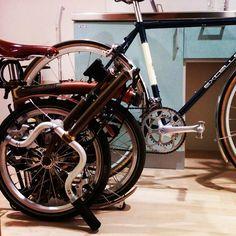 "@rideorwrongshop's photo: ""www.RideOrWrongShop.com #brompton #arayabike"""